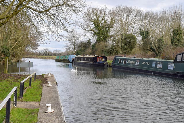 Stroll along the Kennet & Avon Canal - one of the best things to do in Reading